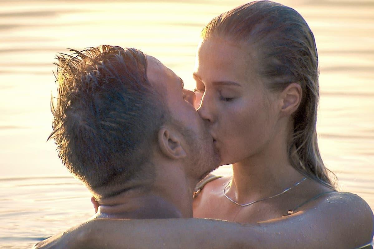 Leah und Sebastian küssen sich beim Bachelor am 12.2.2020