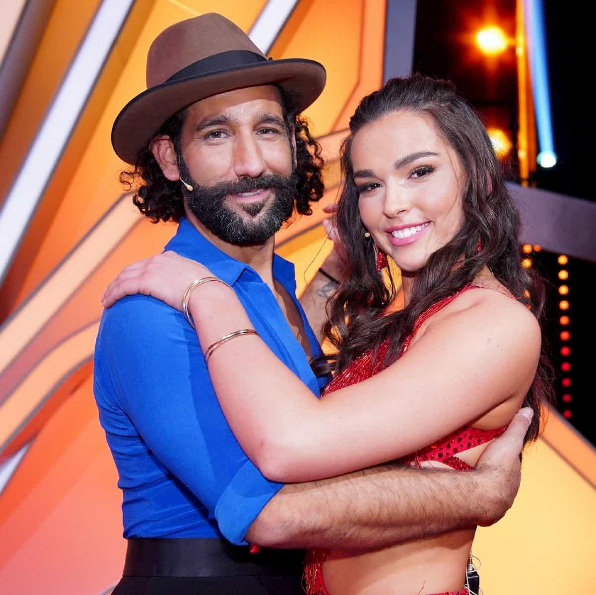 Massimo Sinato und Lili Paul Roncalli als Tanzpaar bei Let's dance 2020