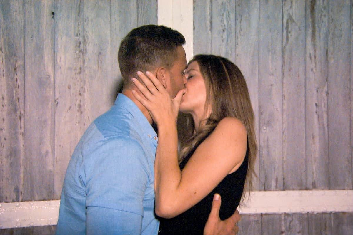 Sebastian und Wioleta küssen sich beim Bachelor am 12.2.2020