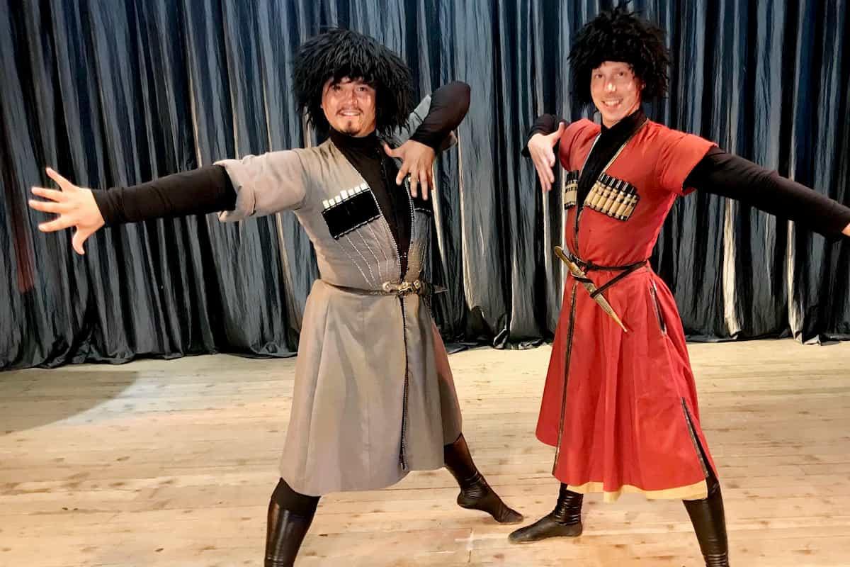 Erich Klann und Valentin Lusin bei Llambis Tanzduell am 10.5.2020 in Georgien beim Bergtanz