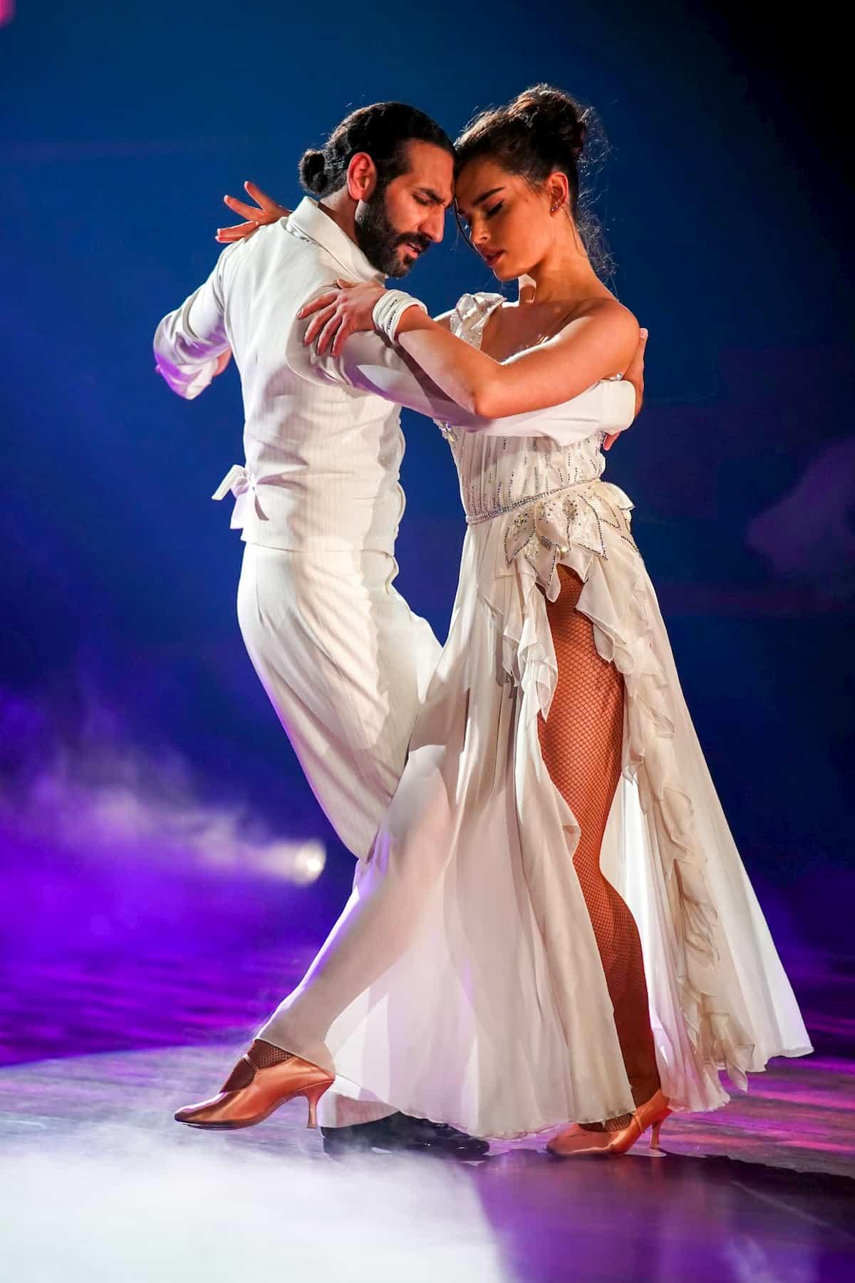 Massimo Sinato und Lili Paul-Roncalli bei Let's dance am 27.3.2020