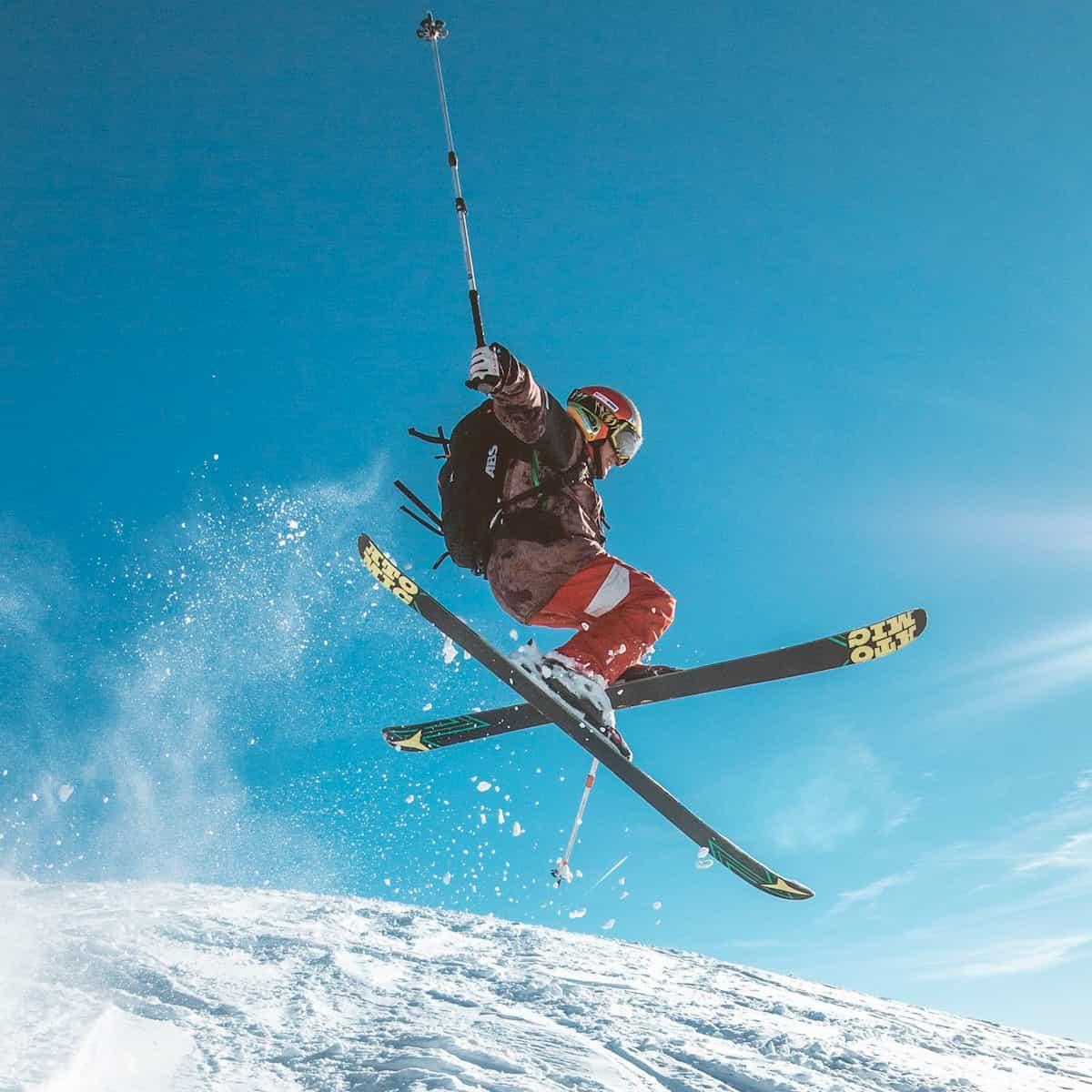 Ski, Schnee und Sonne - Urlaubsvergnügen in den Bergen