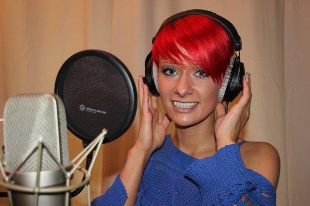 Christin Stark mit kurzen, roten Haaren – Foto 2013