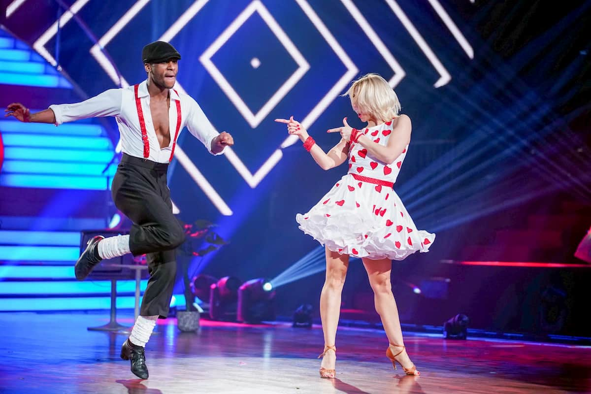 Kathrin Menzinger und Tijan Njie bei Let's dance am 3.4.2020