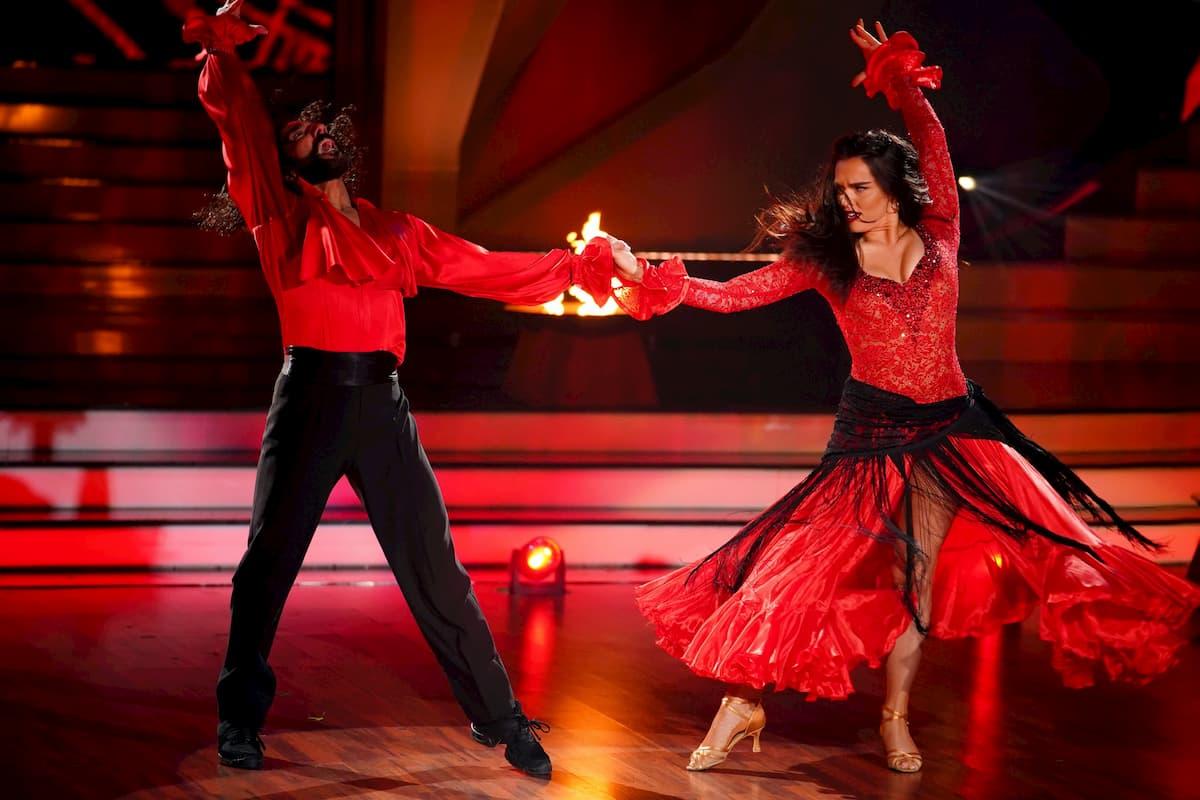 Lili Paul-Roncalli und Massimo Sinato mit Paso Doble bei Let's dance am 24.4.2020
