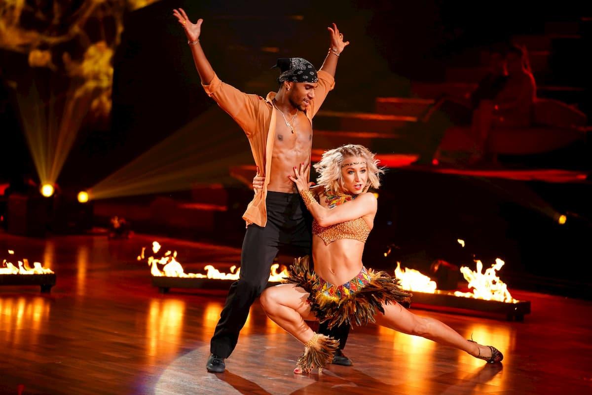 Tijan Njie und Kathrin Menzinger mit einer Salsa bei Let's dance am 24.4.2020