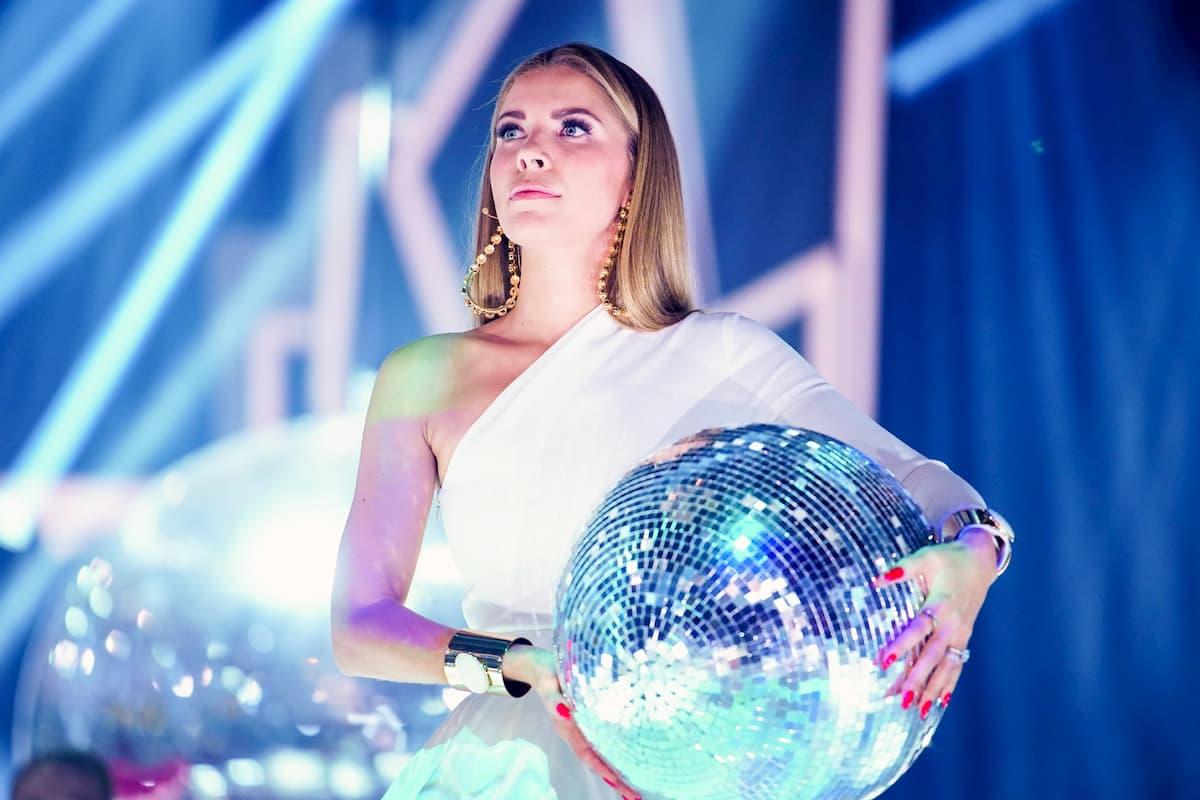 Let's dance am 29.5.2020 Profi-Challenge Fakten Tanzpaare, Tänzer, Musik, Tänze - hier im Bild Moderatorin Victoria Swarovsk