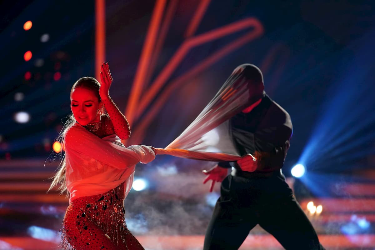 Nina Bezzubova - Evgeny Vinokurov bei der Profi-Challenge Let's dance am 29.5.2020