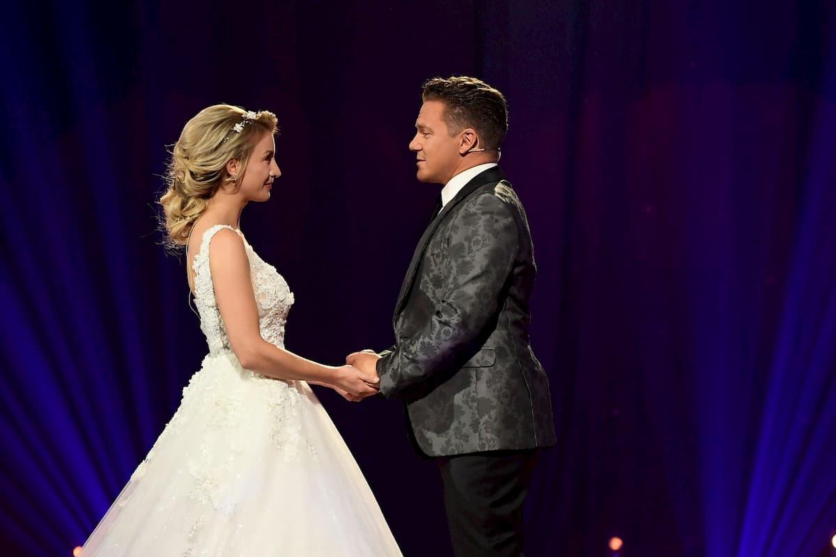 Hochzeit von Anna-Carina Woitschack und Stefan Mross bei der Schlager-Love-Story 2020