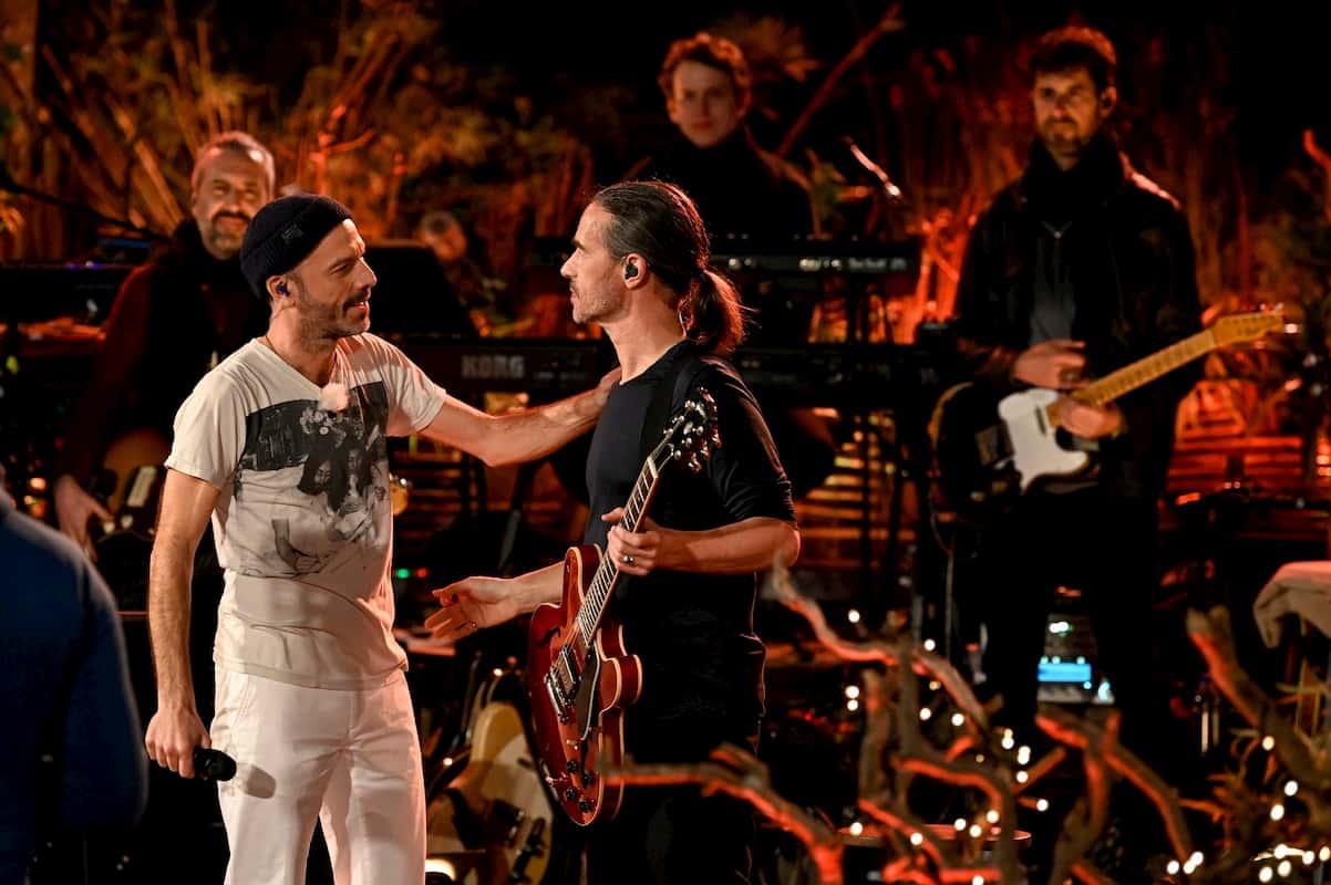 Jan Plewka mit Musikern der Band von Song meinen Song - Das Tauschkonzert