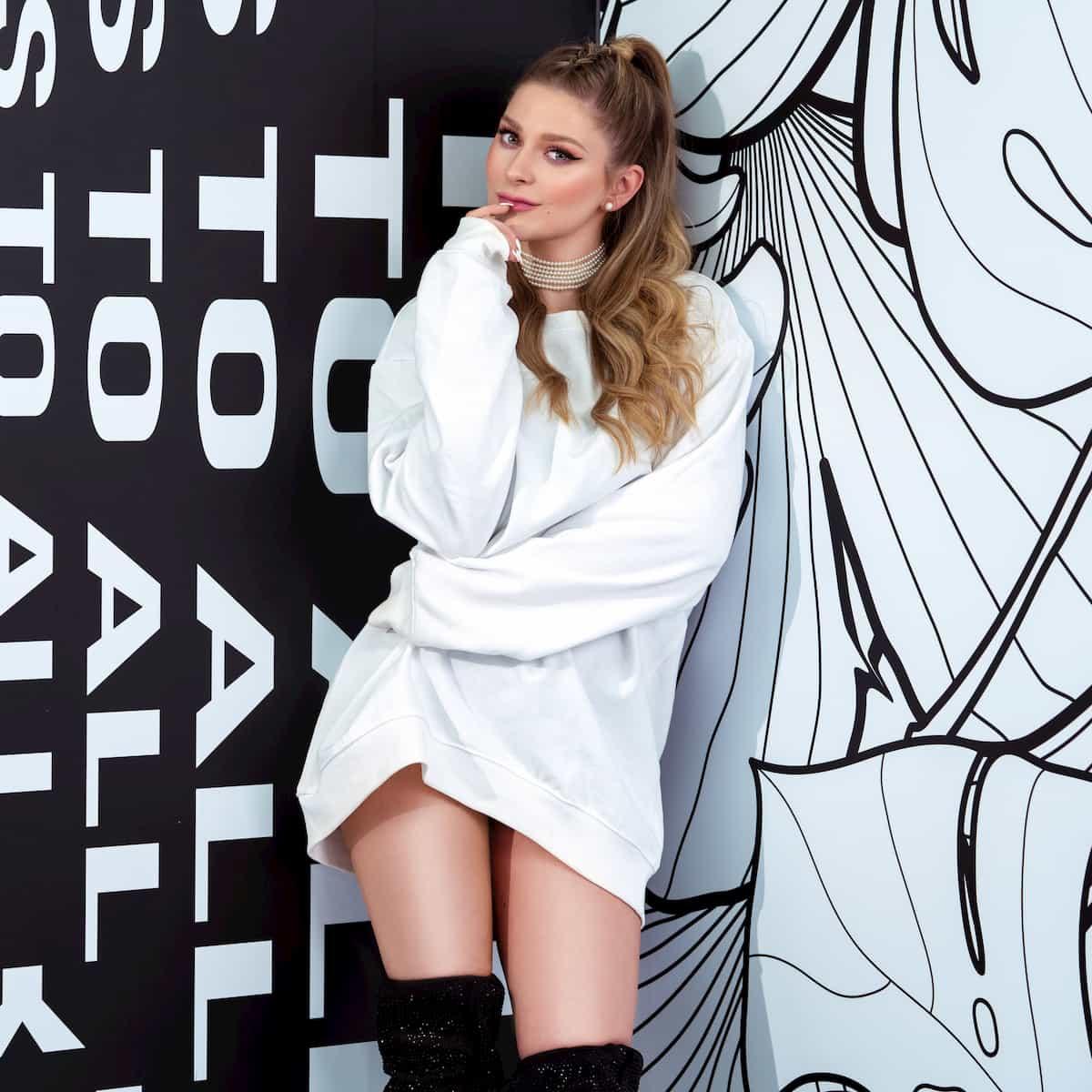 Marie Reim - Foto zu ihrer erste Single SOS