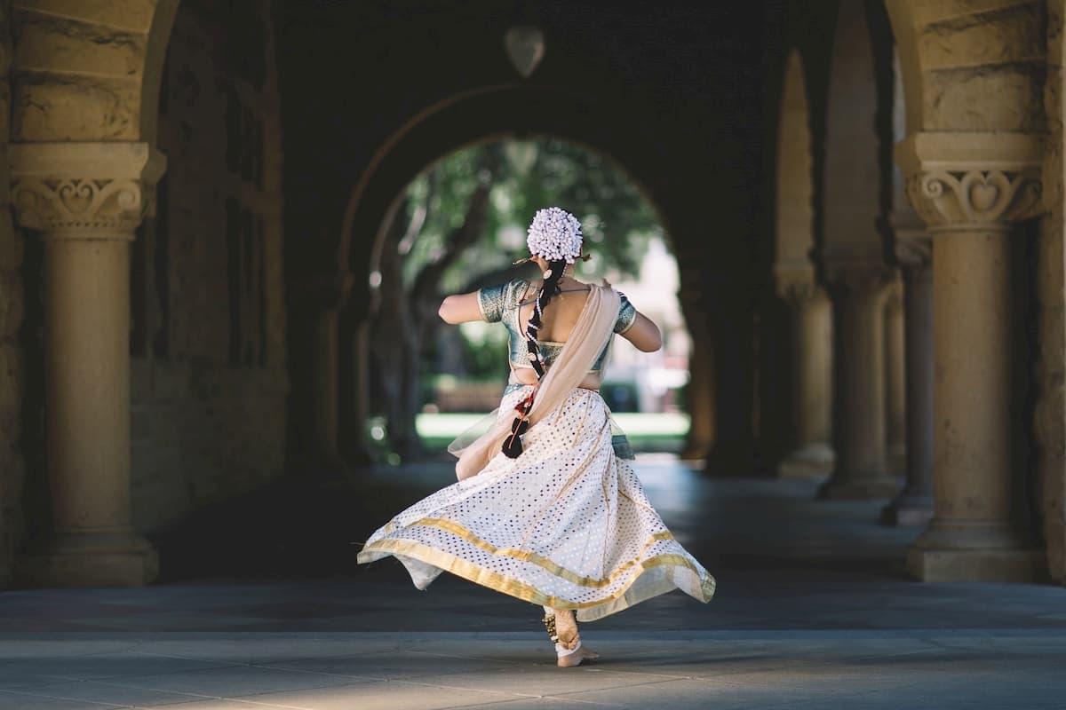 Mode in Übergrößen beim Tanzen