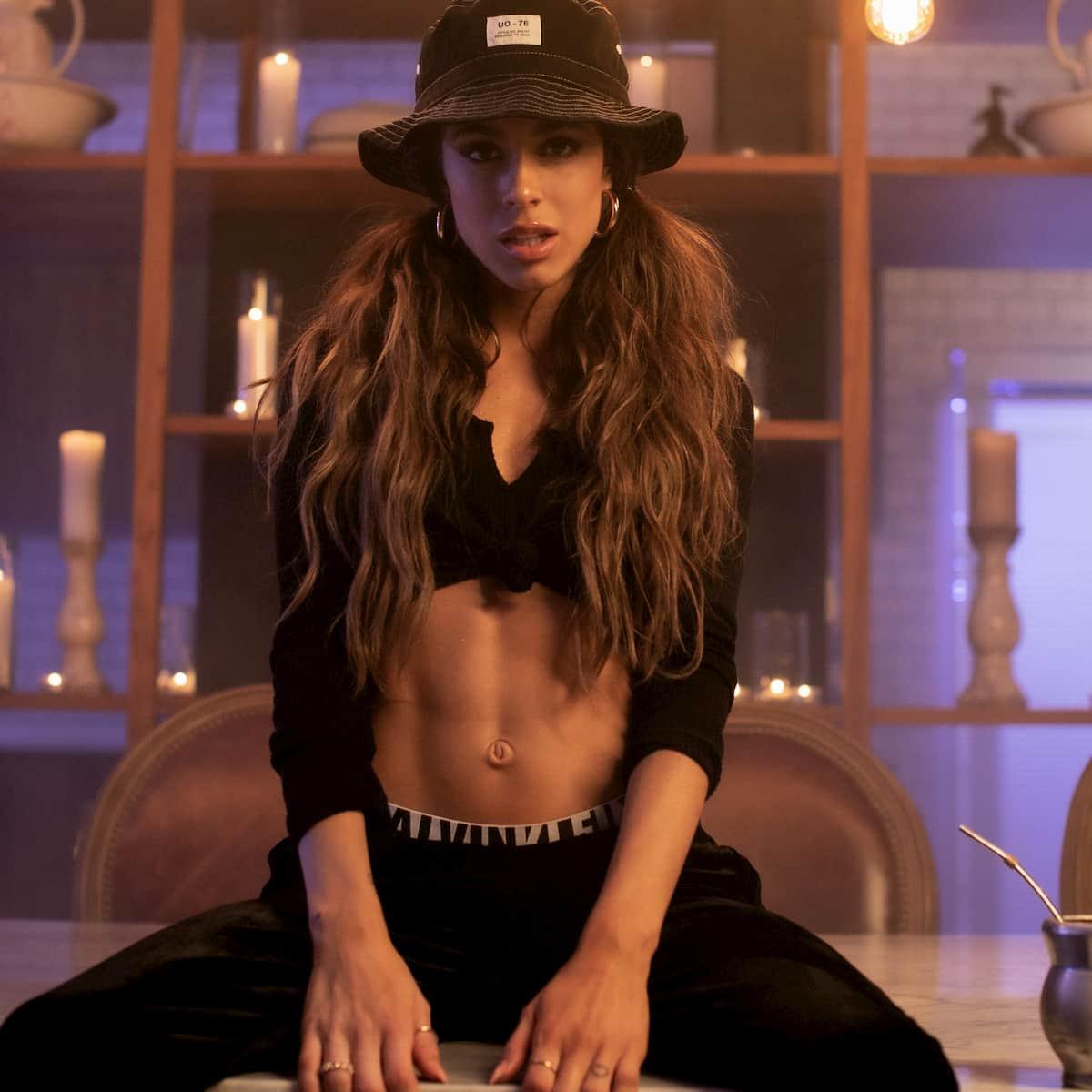 TINI Neuer Song Ella Dice mit KHEA, Neues Video ziemlich heiß