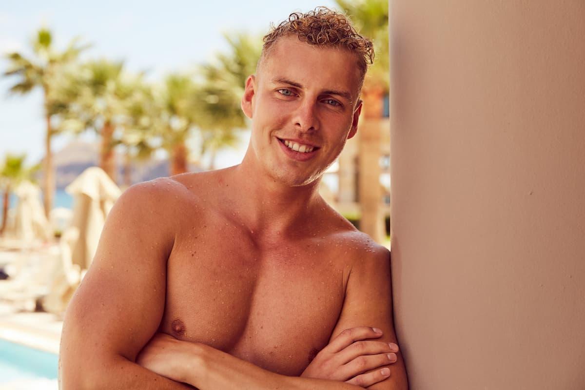 Alexander von der Bachelorette 2020 am Pool