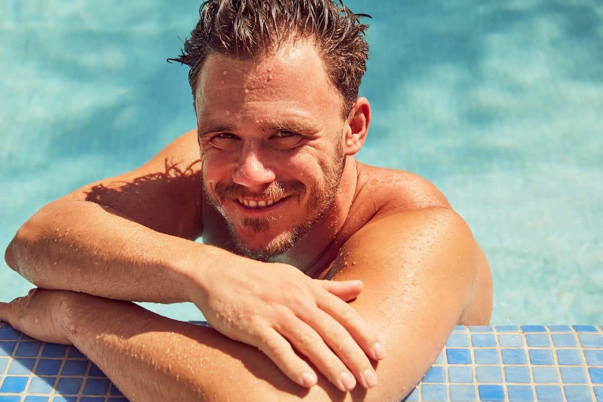 Christian von der Bachelorette 2020 im Pool