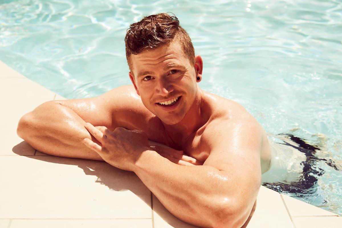 Moritz von der Bachelorette 2020 im Pool
