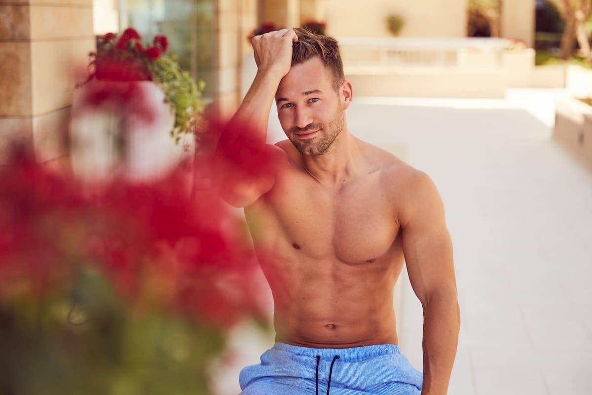 Patrick von der Bachelorette 2020 am Pool