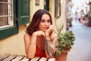 Keine Bachelorette am 11.11.2020 - im Bild Bachelorette Melissa in einer Altstadt am Drehort in Griechenland