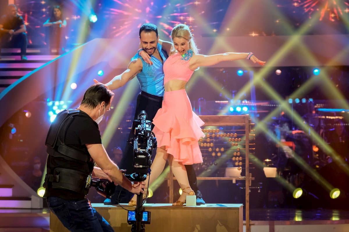 Silvia Schneider - Danilo Campisi in ihrer Salsa Finale Dancing Stars 2020 am 27.11.2020