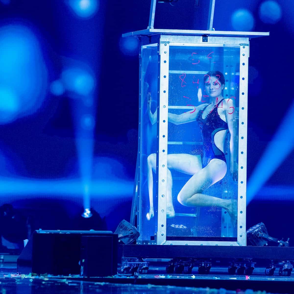 Amelie Van Tass in der Silvester-Show 31.12.2020 Pilawa in ARD und ORF