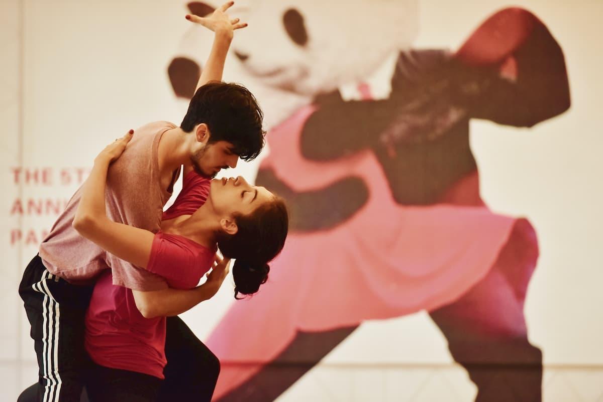 Ein fester Tanzpartner bzw. eine Tanzpartnerin erleichtern das Tanzen lernen