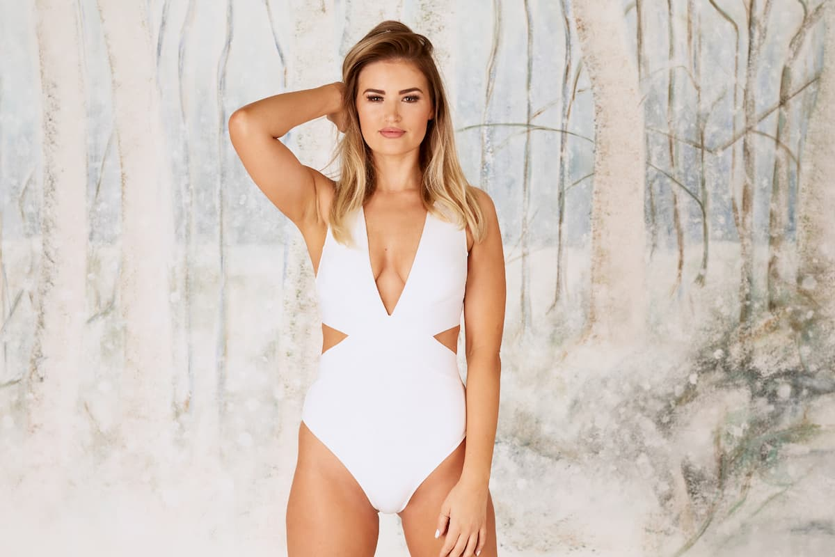 Jacqueline B - Bachelor 2021 Kandidatin im Badeanzug