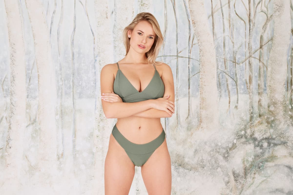 Kim-Denise - Bachelor 2021 Kandidatin im Bikini