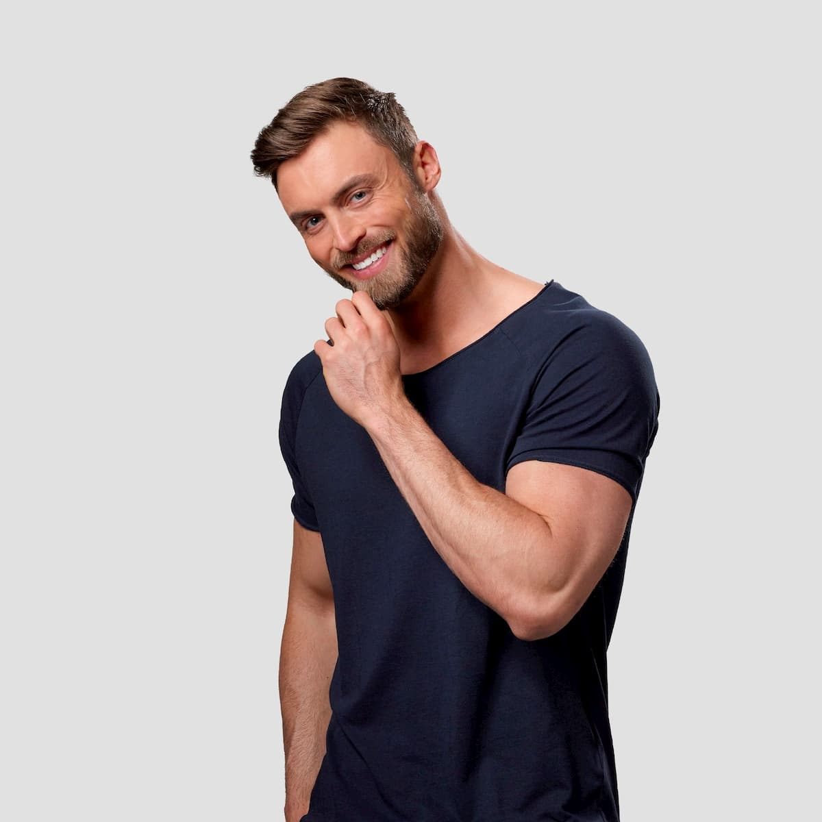 Niko Griesert - Bachelor 2021 im T-Shirt