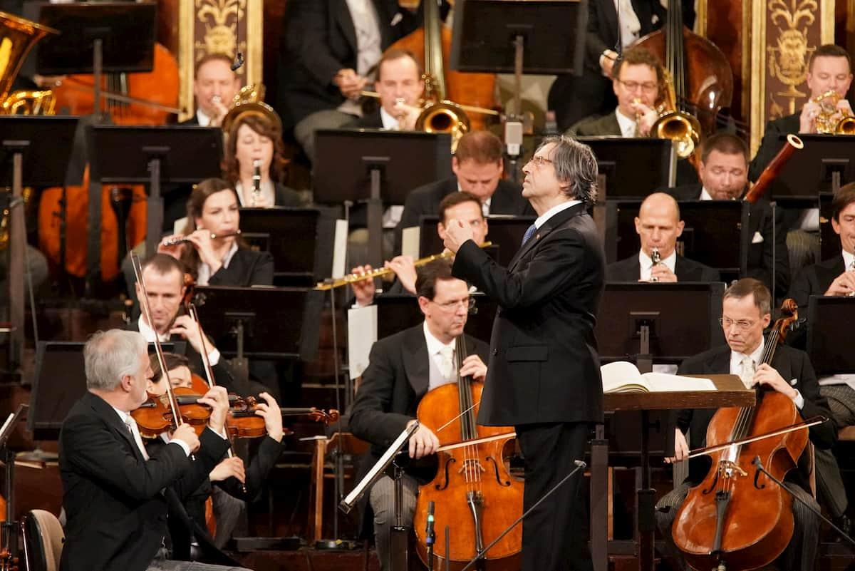 Orchester und Dirigent bei den Proben zum Neujahrskonzert 2021