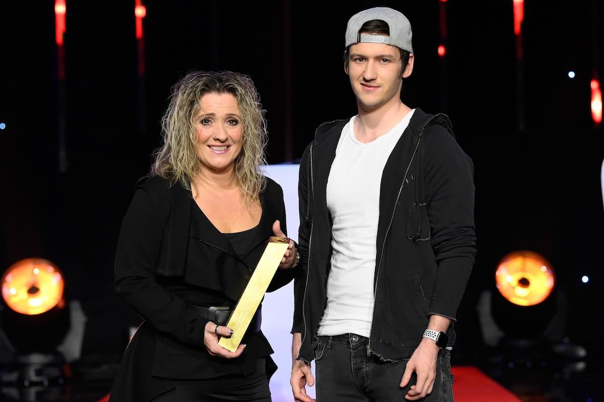 Daniela Alfinito mit Sohn Maurizio bei den Schlager-Champions 2021 am 27.2.2021