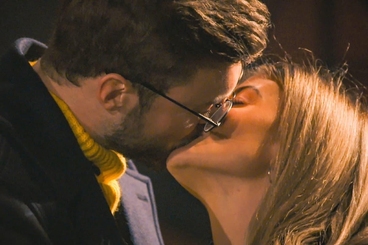 Der erste Kuss von Niko und Stephie beim Bachelor am 10.2.2021