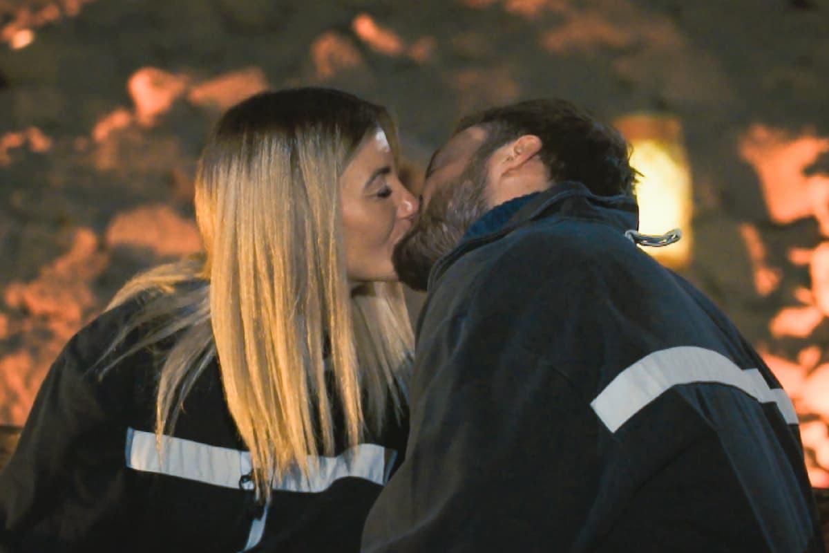 Stephie und Niko küssen sich Bachelor am 24.2.2021 weiter