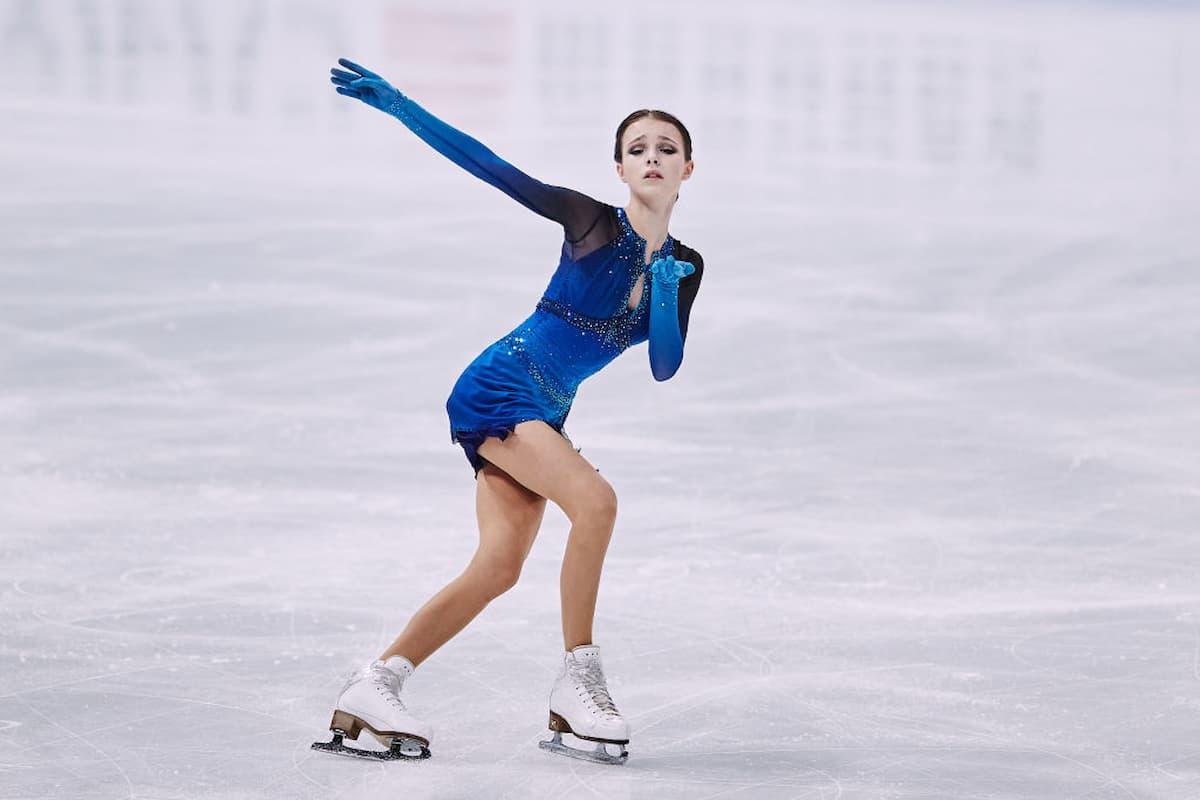 Anna Shcherbakova bei der Eiskunstlauf-WM 2021 im Kurzprogramm