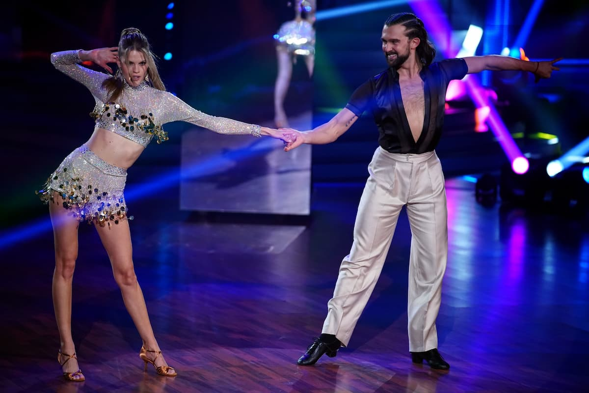 Ausgeschieden bei Let's dance am 12.3.2021 Kim Riekenberg und Pasha Zvychaynyy