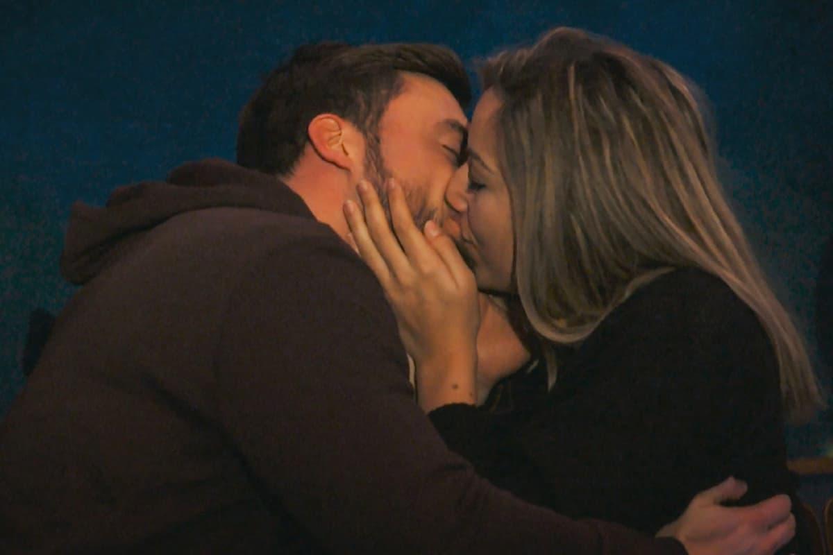 Hannah und Niko küssen sich beim Bachelor am 3.3.2021