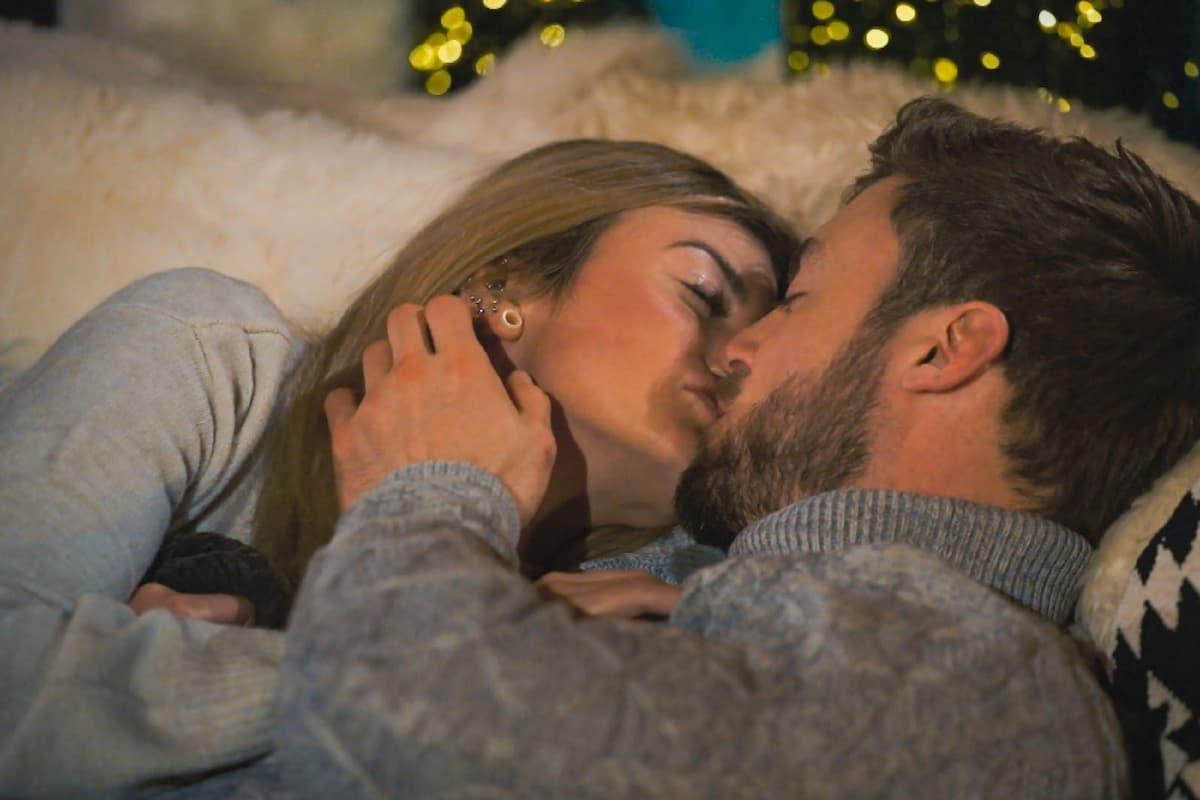 Stephie und Niko küssen sich beim Bachelor am 3.3.2021
