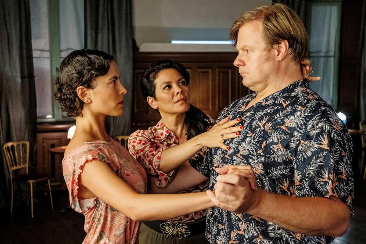 Tanze Tango mit mir - Spielfilm mit viel Tango am 10.3.2021 in der ARD und 14.3.2021 auf One - im Bild Julia (Amanda da Gloria), Maresa (Kara Wenham, Mitte) und Frank (Michael A. Grimm)