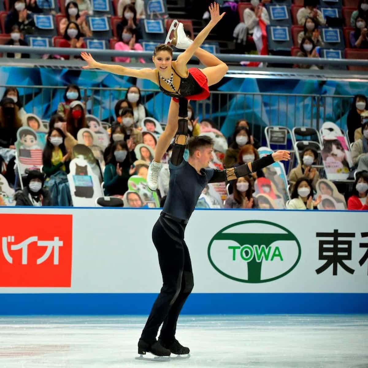 Anastasia Mishina und Aleksandr Galliamov für Russland im Eistanz bei der World Team Trophy 2021