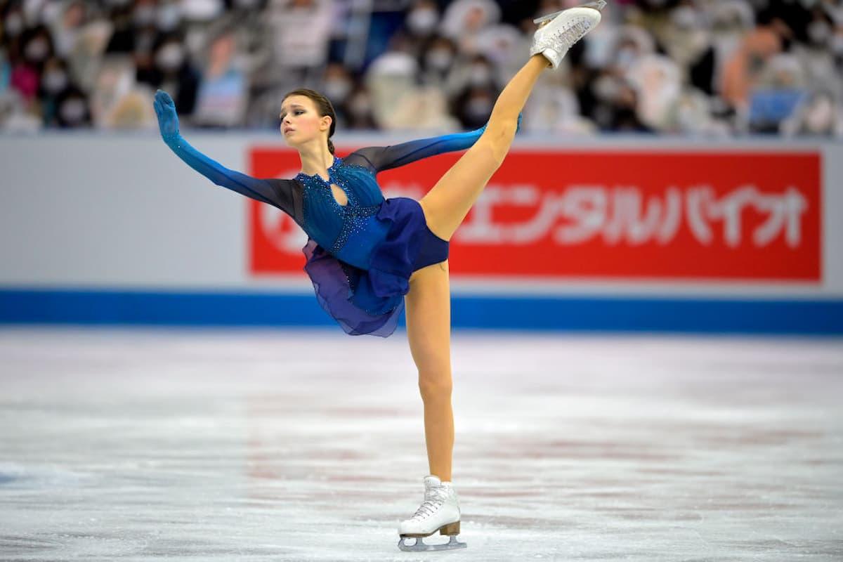Anna Shcherbakova Platz 1 bei der World Team Trophy 2021 in Osaka nach dem Kurzprogramm der Damen