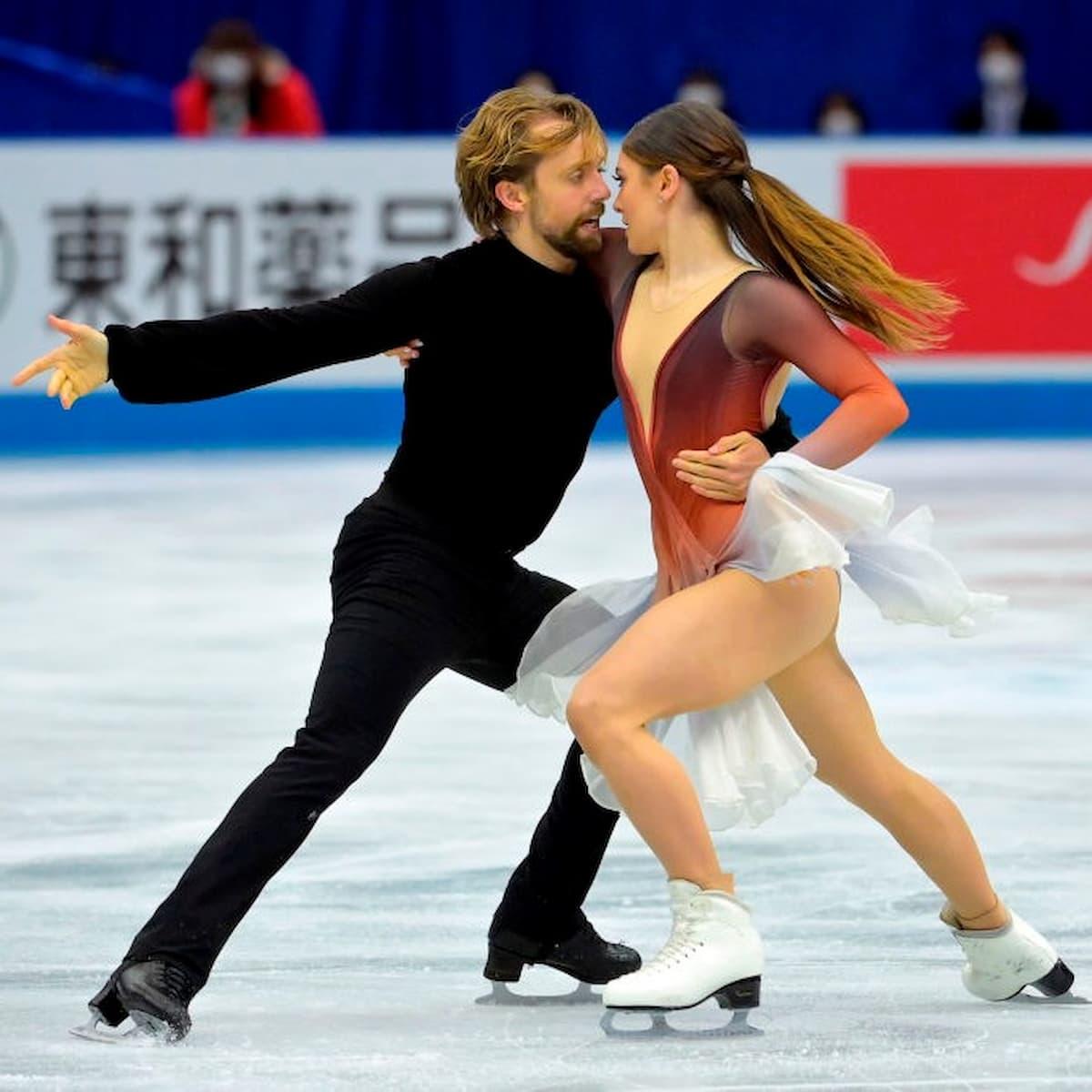 Kaitlin Hawayek und Jean-Luc Baker für die USA im Eistanz bei der World Team Trophy 2021