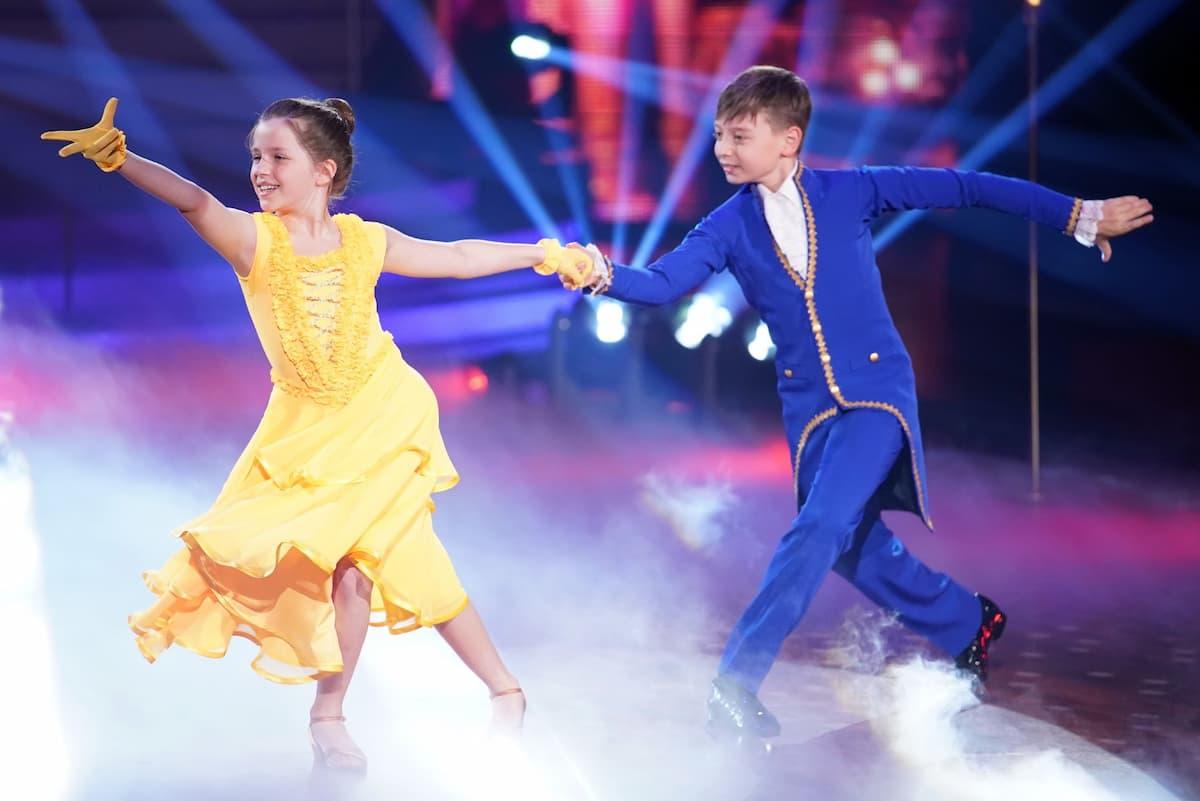 Let's dance Kids 2021 Zweite Folge ab 16.4.2021, Fakten & Meinung - hier im Bild Zoe Baillieu & Mischa Bakscheev