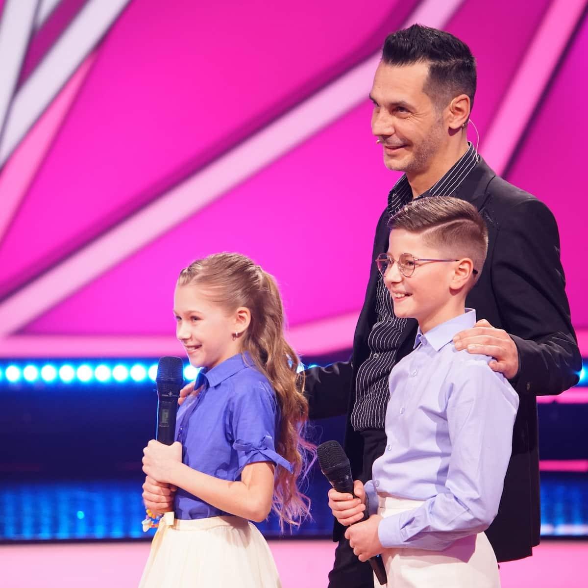 Let's dance Kids am 23.5.2021 - Tanzpaar Jona und Tizio mit ihrem, Coach Roberto Albanese