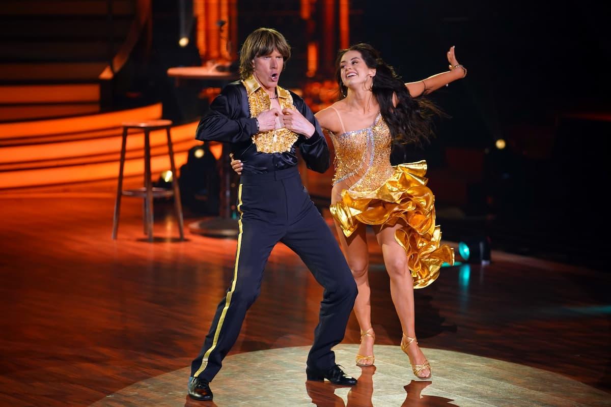 Mickie Krause und Malika Dzumaev bei Let's dance am 9.4.2021