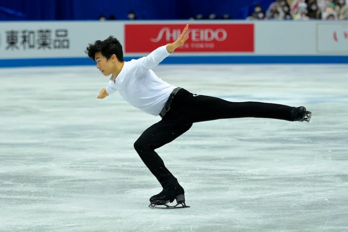 Nathan Chen Platz 1 bei der World Team Trophy 2021 in Osaka nach dem Kurzprogramm der Herren