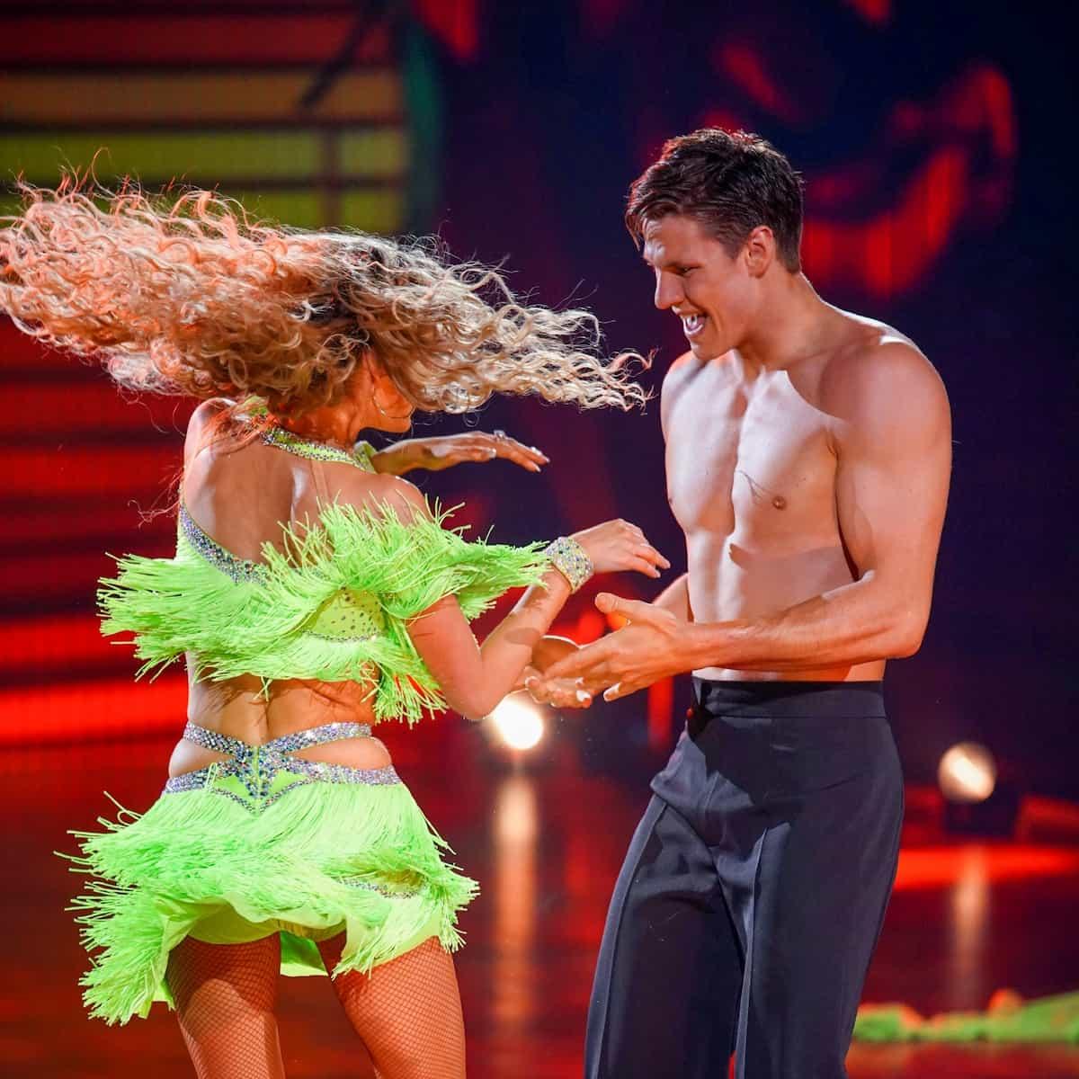 Patricija Belousova und Simon Zachenhuber bei Let's dance am 23.4.2021