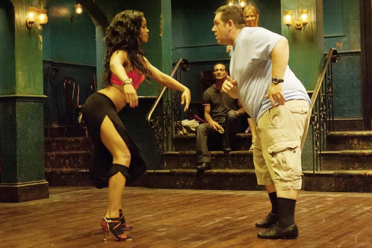 Salsa-Tanzfilm Cuban Fury am 02.04.2021 auf RTL - hier im Bild Alicia (Yanet Fuentes) und Bruce (Nick Frost) - Foto: TVNOW - 2019 STUDIOCANAL GmbH