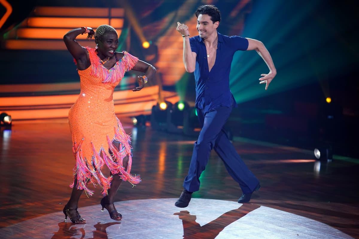 Auma Obama und Andrzej Cibis bei Let's dance am 7.5.2021