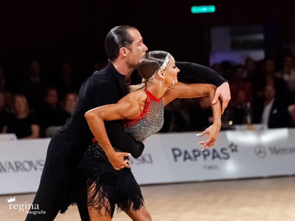 Das Tanzsport-Magazin von Salsango - hier im Bild Riccardo Cocchi & Yulia Zagoruychenko - 10-fache Profi-Latein-Weltmeister