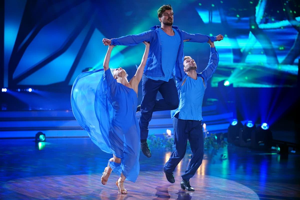 Kathrin Menzinger, Nicolas Puschmann und Vadim Garbuzov bei Let's dance am 14.5.2021