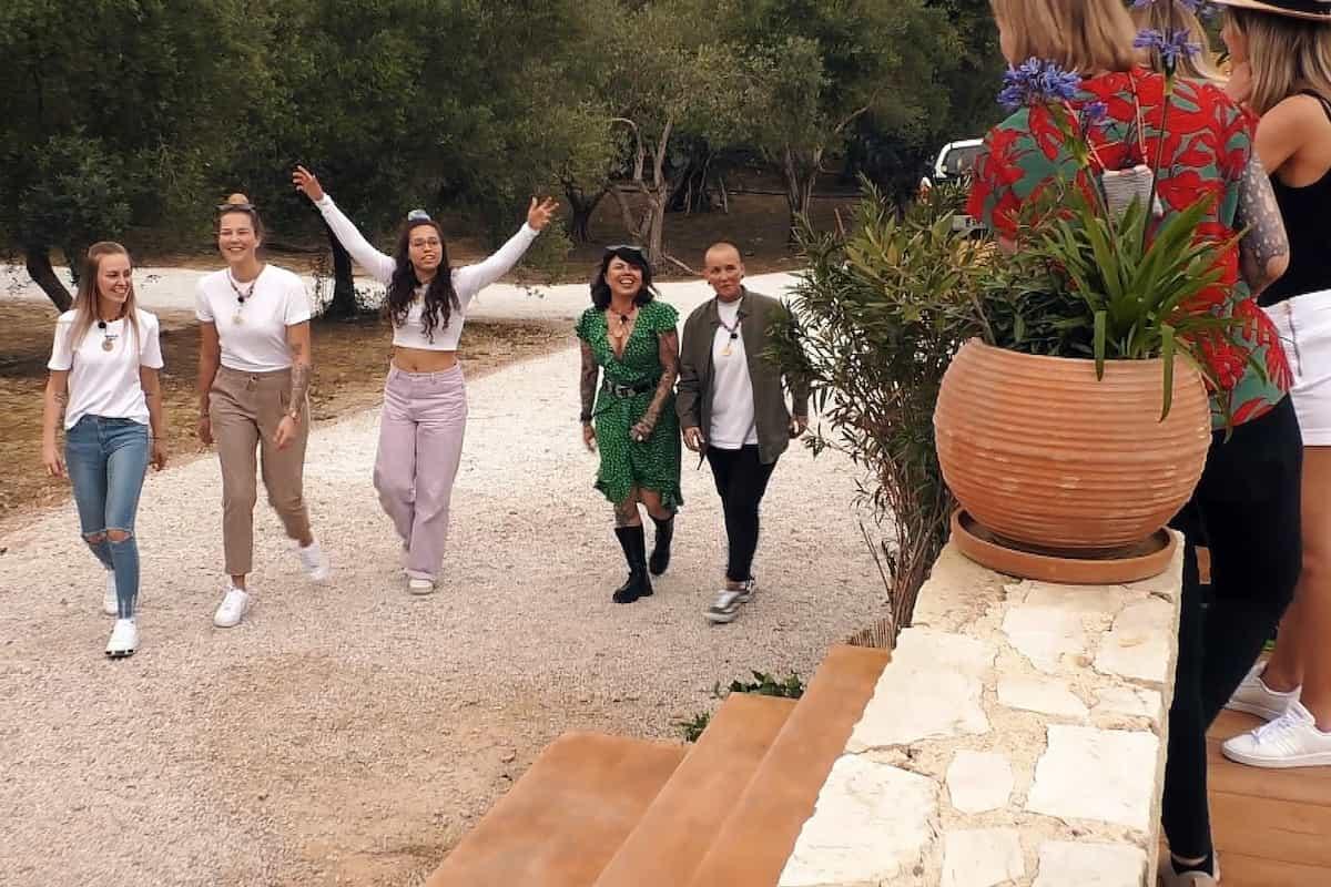 Princess Charming 2021 1. Folge - Einzug in die Villa von Tabi, Jana, Wiki, Iry und Saskia
